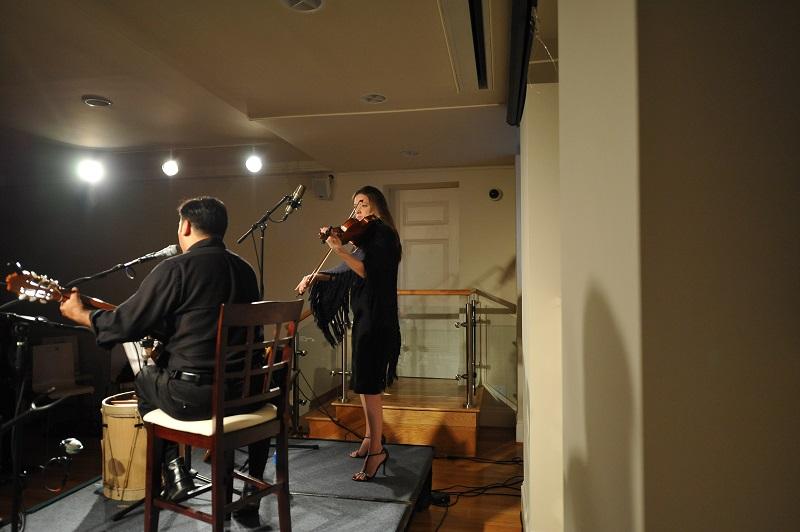 Homenaje Margot Loyola Patricio Zamorano Chiloe Molly Scott violin 800px