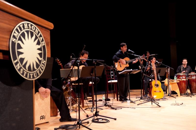 Patricio-and-band-105 Banda completa Smithsonian Patricio Zamorano